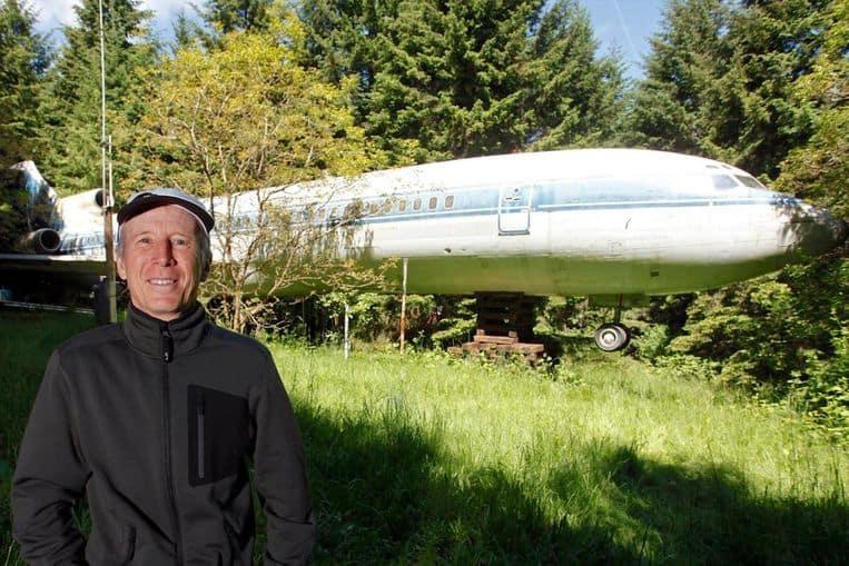 El hombre que convirtió un Boeing 727 en una casa en el bosque