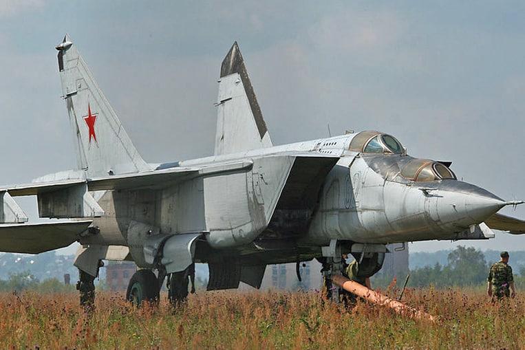 Mikoyan MiG-25 (Velocidad máxima: 3.494 km/h)