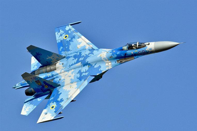 Sukhoi Su-27 (velocidad máxima: 2.500 km/h)
